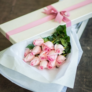 Boxed flowers are romantic!